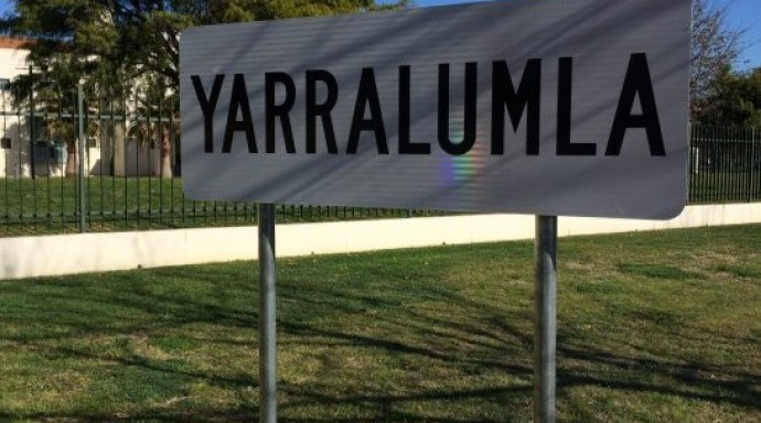 Yarralumla suburb sign e1441926154677 690x384